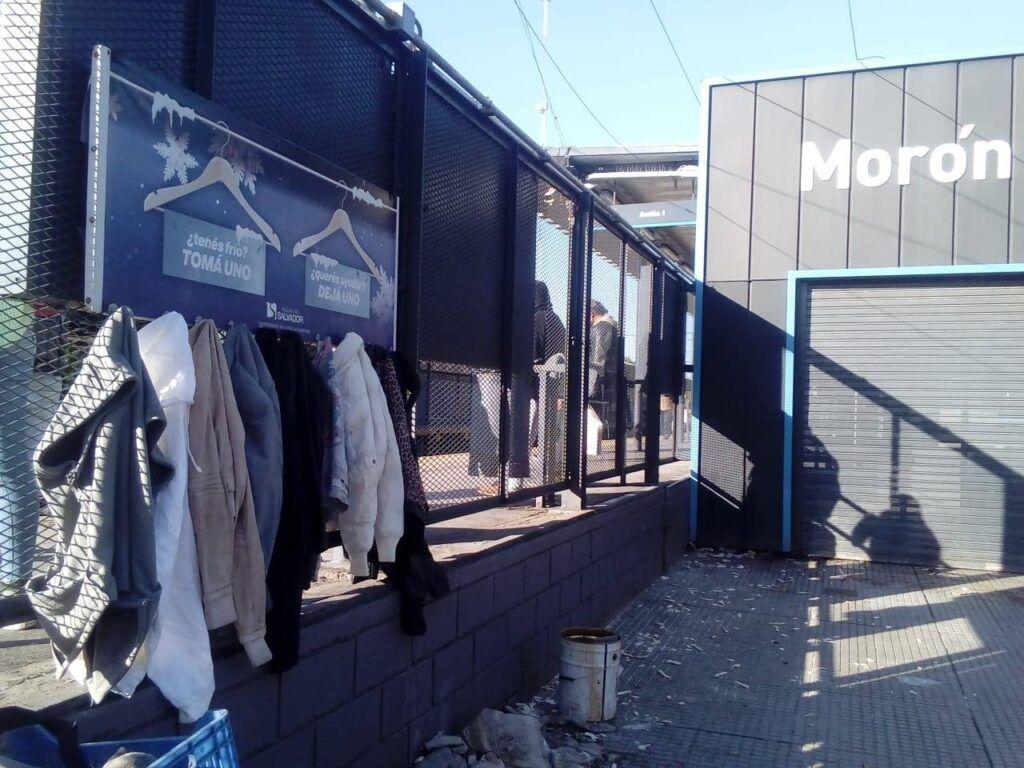 Perchero solidario Morón ropa