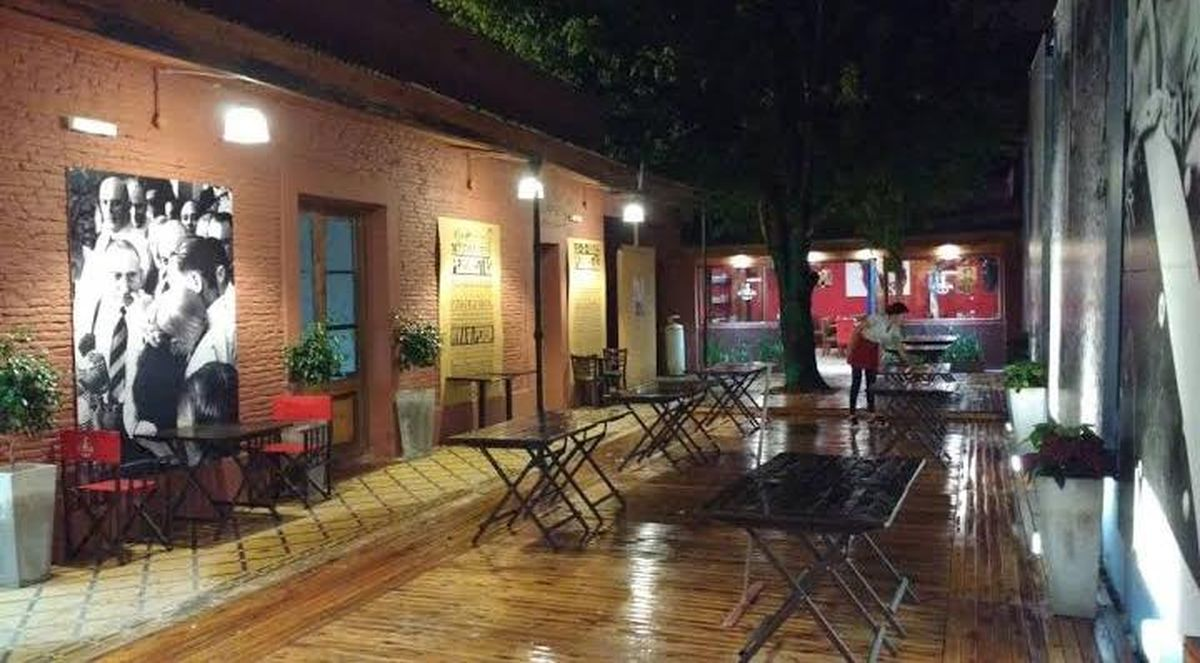 Que sale? Bar el Federal: el lugar del pueblo de Merlo con una amplia oferta cultural