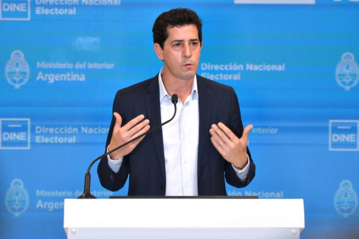 Gobierno: De Pedro puso a disposición su renuncia