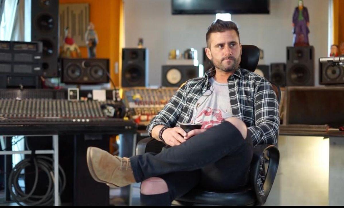 "Parlante Oeste: Juan Bonarota presentó ""Vueltas"", su primer disco como solista"