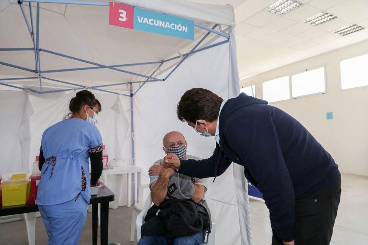 Fernando Espinoza aseguró que es fundamental seguir vacunando a toda la población
