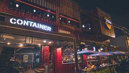 altText(Qué sale? Conocé el innovador lugar de Ramos Mejía que combina bar estilo americano con canchas de fútbol 5)}
