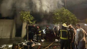 Fuerte incendio en una conocida fábrica de pelotas deportivas de Ramos Mejía