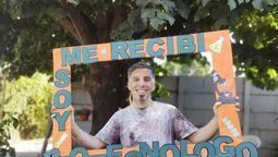 altText(Juan Cacheda: el joven que se convirtió en el primer licenciado en biotecnología en la Universidad de Moreno)}