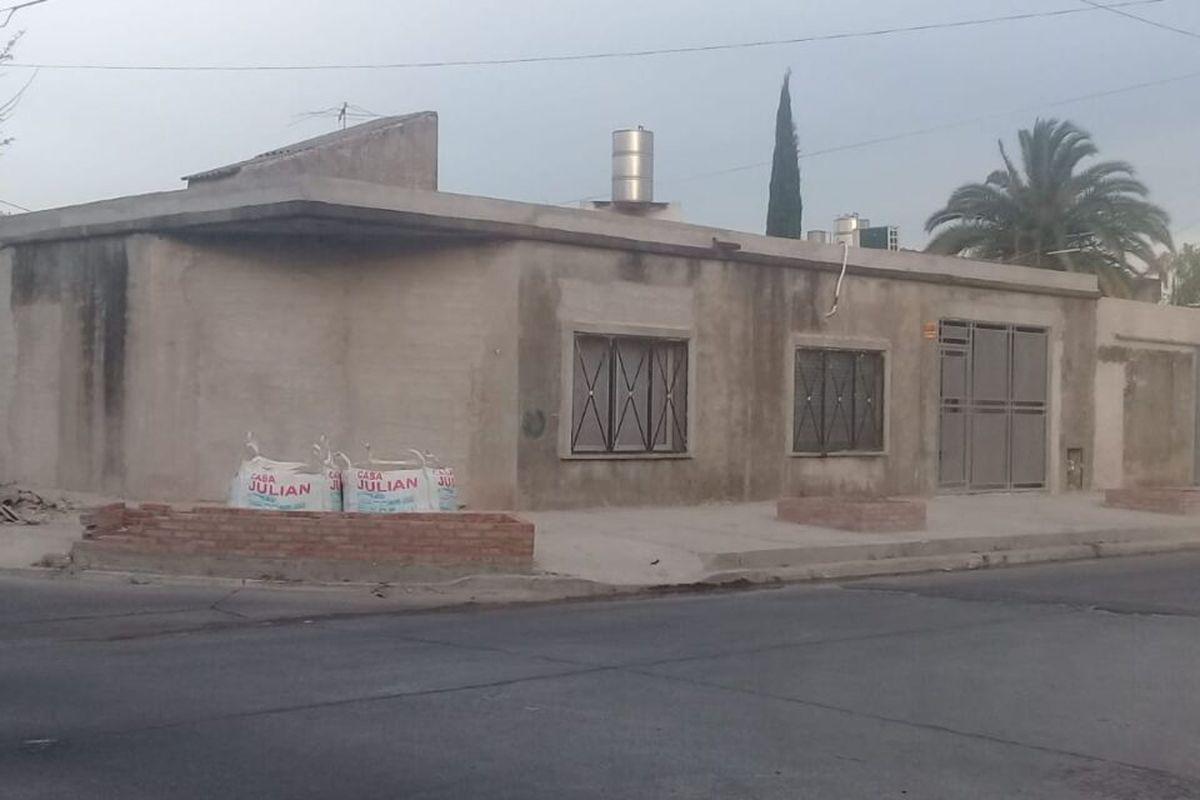 La lucha de un vecino por recuperar su hogar: Vivía en Estados Unidos, regresó a su casa de El Palomar, pero la habían usurpado
