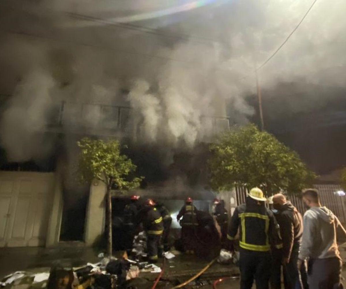 Ramos Mejía: se incendió una fábrica de pelotas