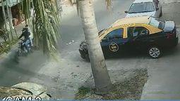 altText(Un remisero de 44 años en grave estado tras ser baleado por motochorros en Villa Luzuriaga)}