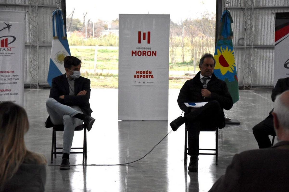 Daniel Scioli visitó Morón y recorrió las instalaciones de la Cantábrica junto a Lucas Ghi