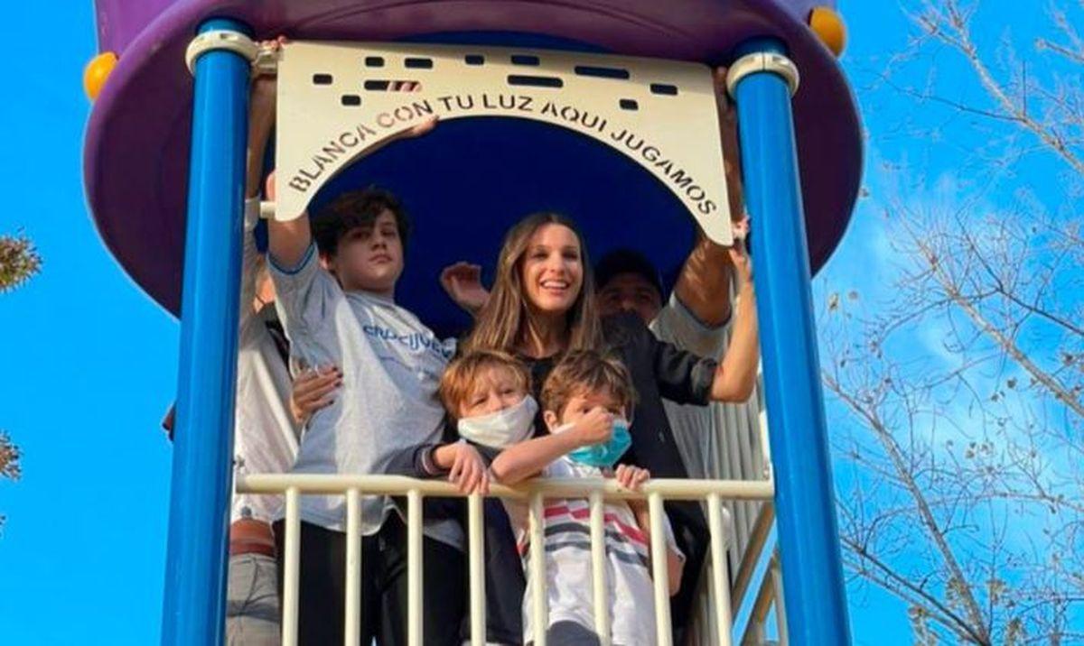 Pampita y Benjamín Vicuña inauguraron una plaza con el nombre de su hija Blanquita en Pilar
