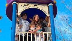 altText(Pampita y Benjamín Vicuña inauguraron una plaza con el nombre de su hija Blanquita en Pilar)}