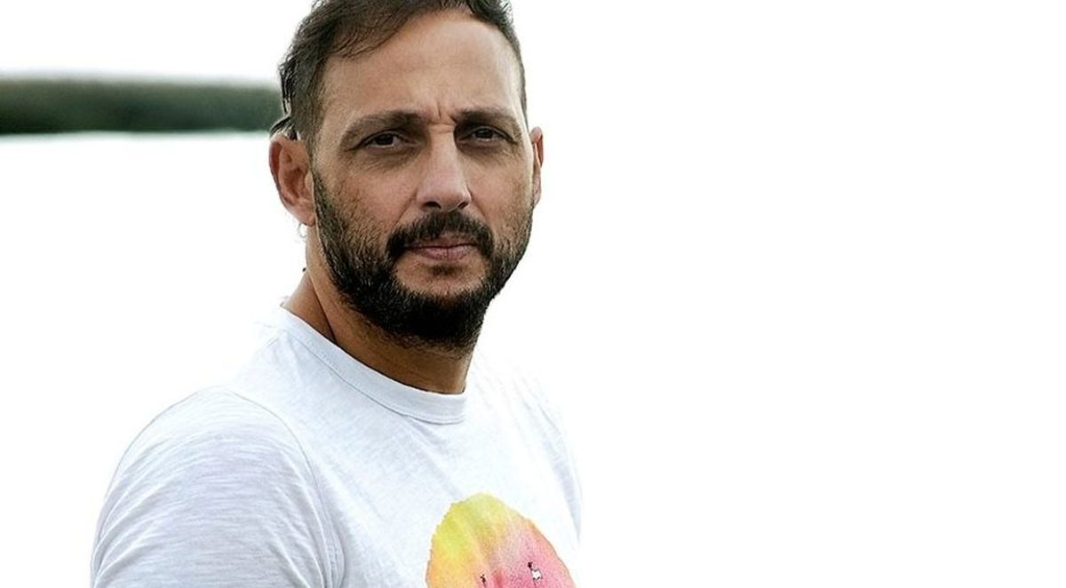 """Famosos del Oeste: Entrevista a Ariel Staltari, el actor de Ciudadela que debutó en """"Okupas"""" y hoy coguiona """"Un gallo para esculapio"""""""