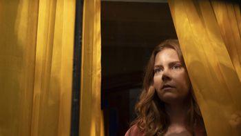 """Netflix publicó el tráiler de """"La Mujer ventana"""" con Amy Adams y Gary Oldman"""